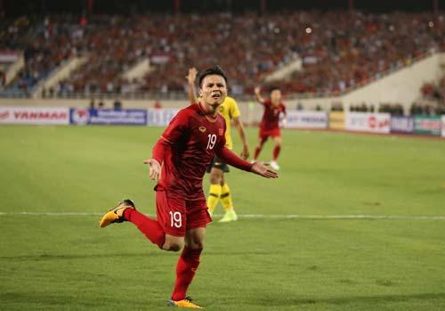 Quang Hải ăn mừng bàn thắng