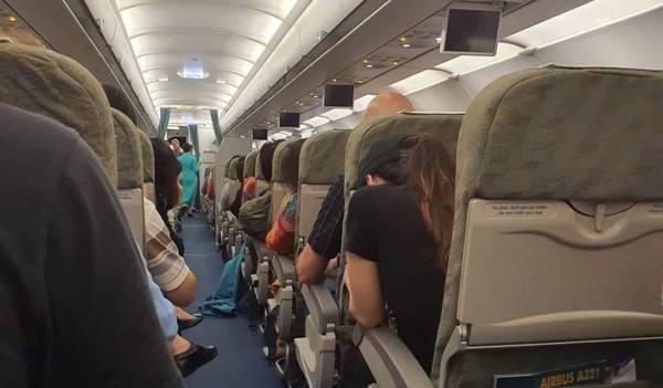 Hành khách trên chuyến bay VN138 lo lắng khi máy bay hai lần tiếp đất xuống sân bay quốc tế Đà Nẵng nhưng bất thành. Ảnh hành khách cung cấp